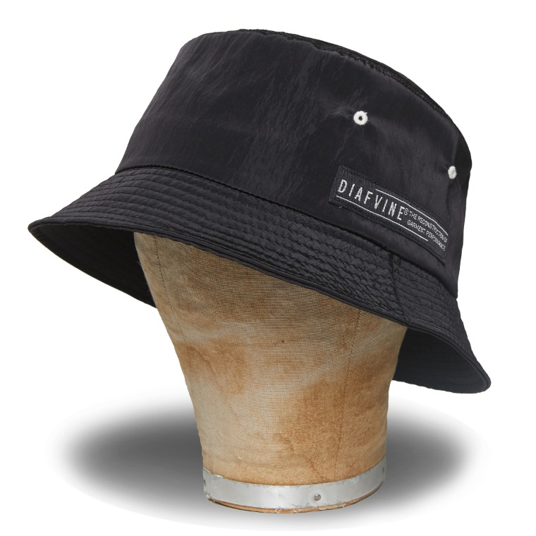 DV. LOT582 NYLON BUCKET HAT -BLACK-